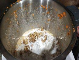 Añadimos nueces, harina, bicarbonato,sal y nuez moscada para receta de Carrot Cake con Monsieur Cuisine